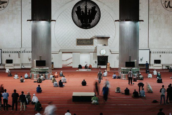 Salat tarawih di masjid